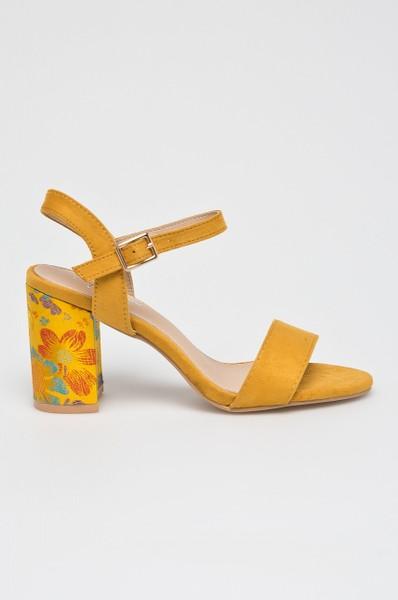 fef6353491e9 Answear romantické sandálky